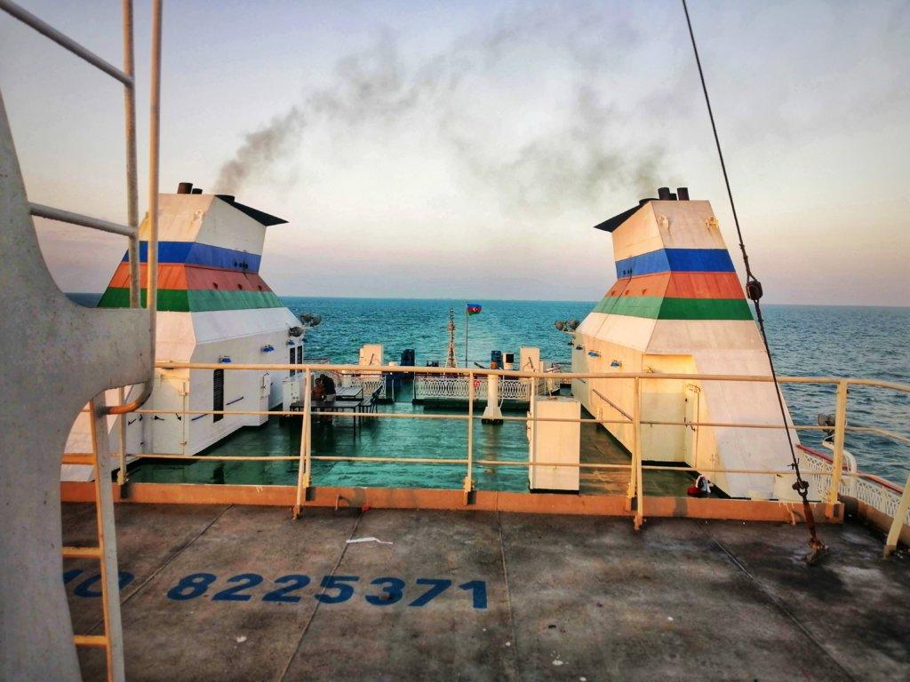 カスピ海の船:煙突から出る煙