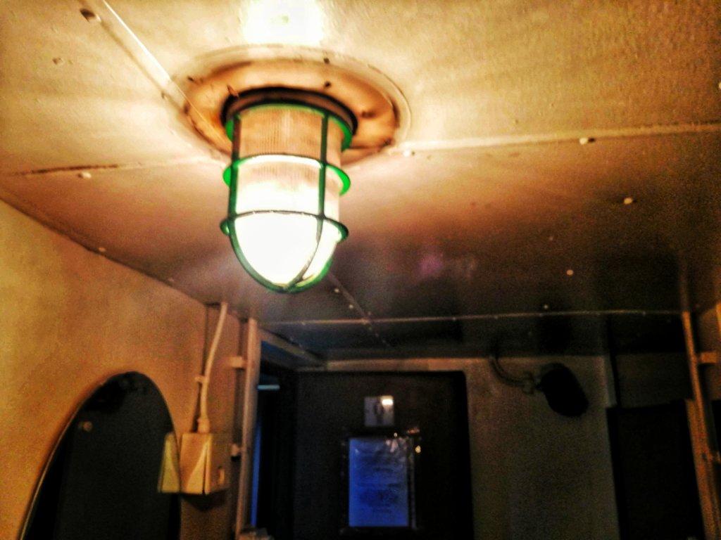 カスピ海の船:天井ランプ