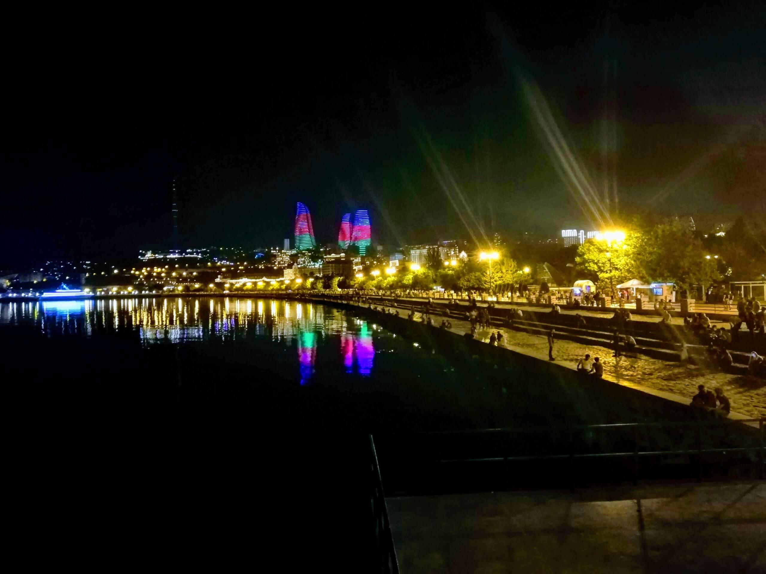 アゼルバイジャンの夜の港