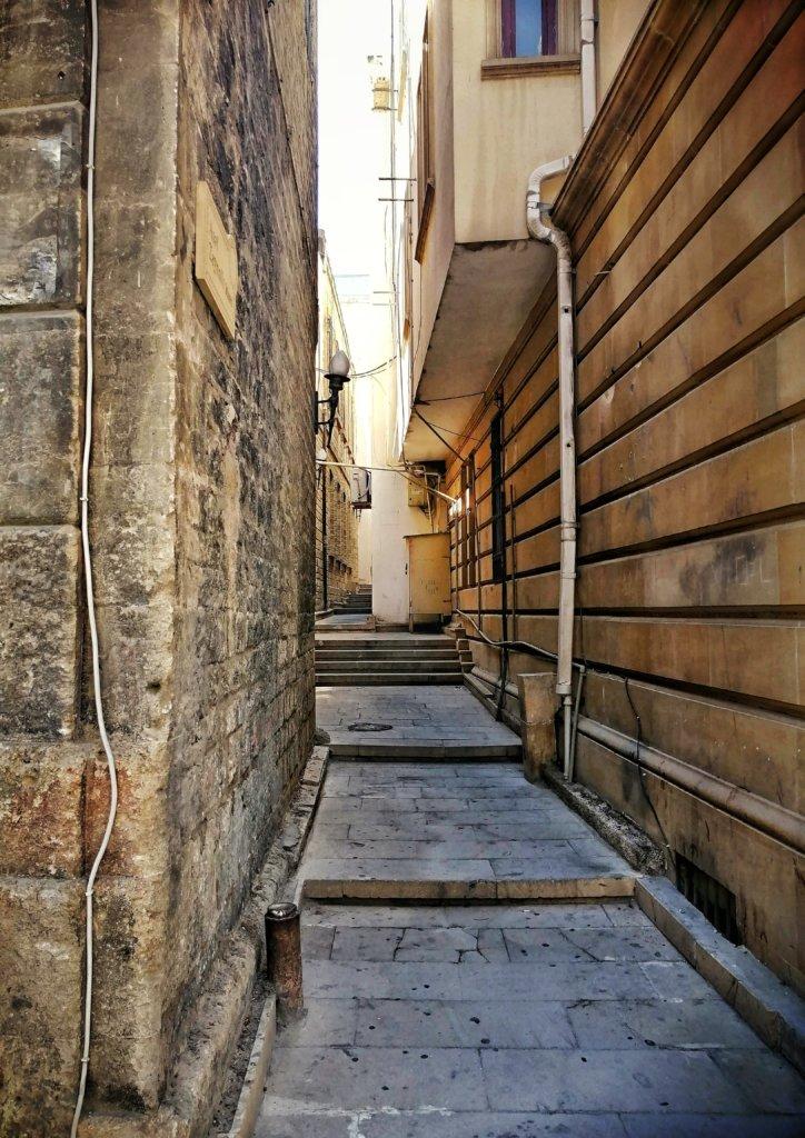 アゼルバイジャン:旧市街の路地