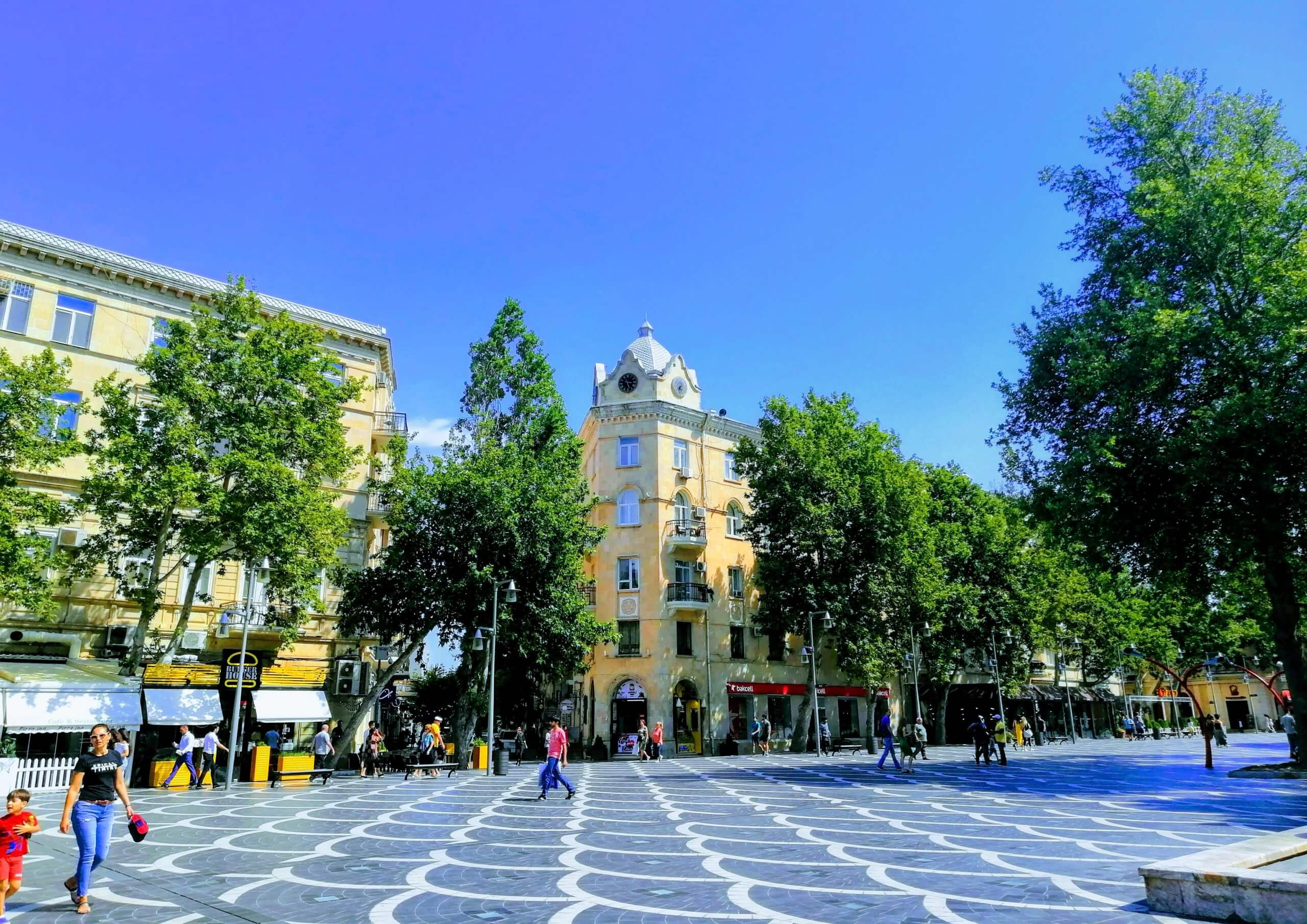 アゼルバイジャン:小綺麗な広場
