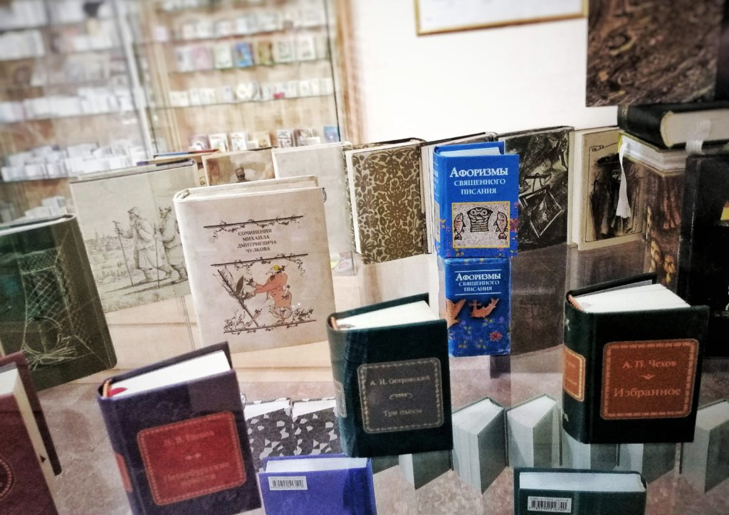 バクー:ミニチュア図書館の本