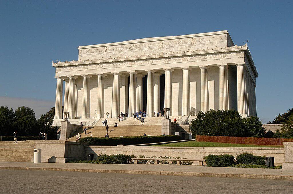 画像:アメリカ・リンカーン記念堂(ドーリア式)
