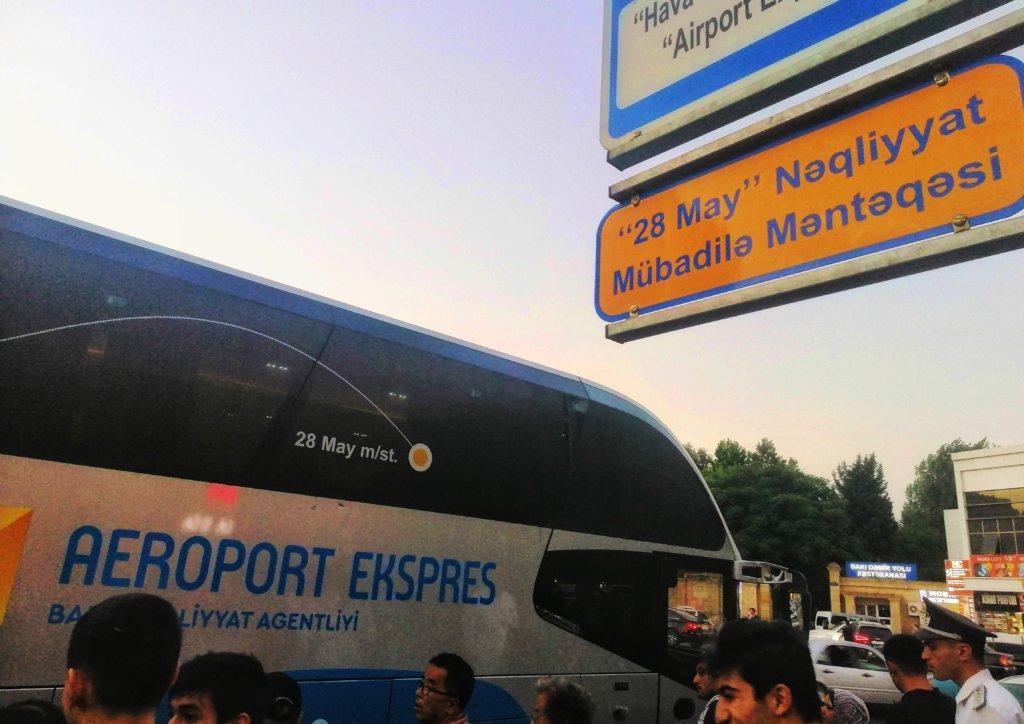 アゼルバイジャン:空港行きのバス