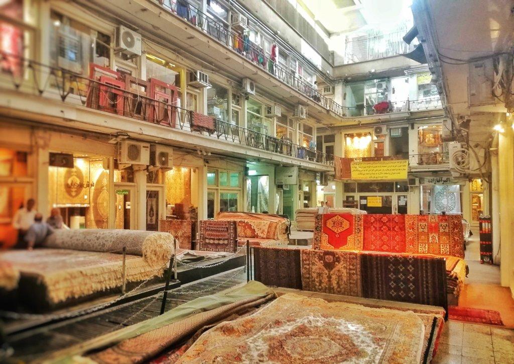 テヘラン:バザールの絨毯屋