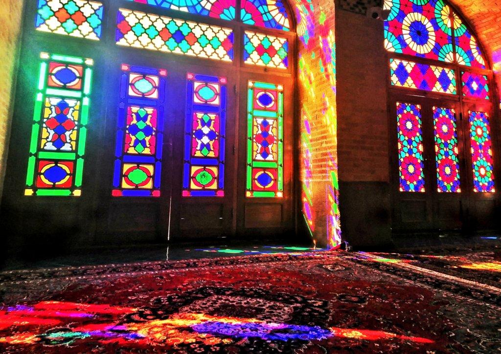 シーラーズ:鮮やかなピンクモスク