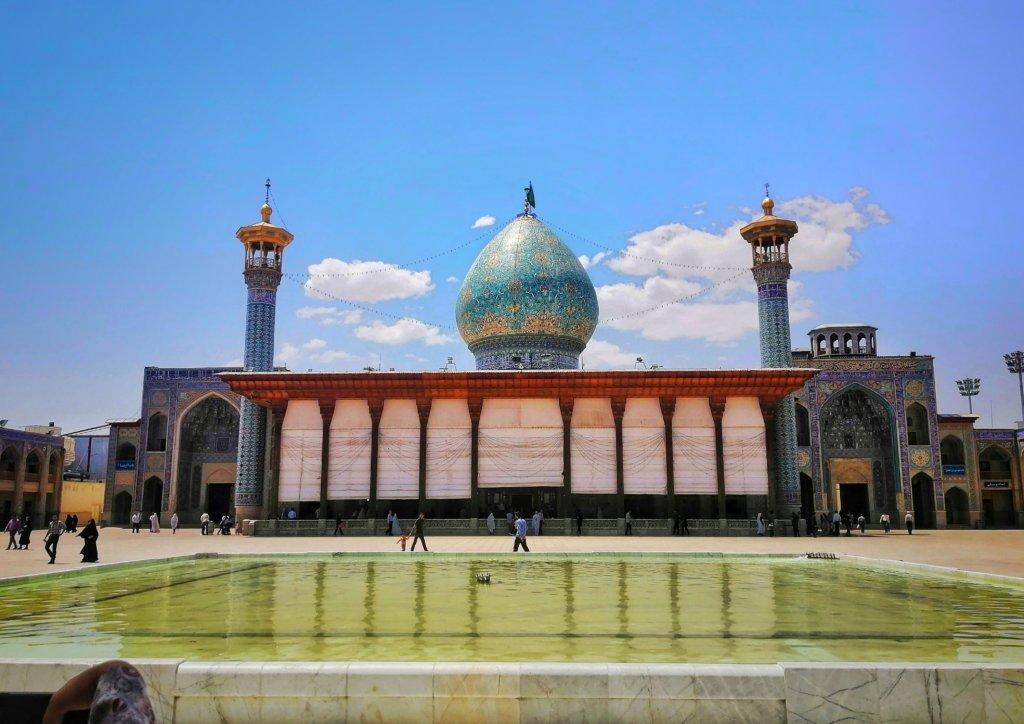 シーラーズ:卵型のモスク