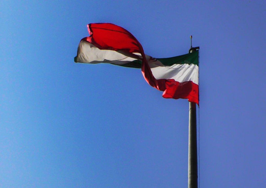 テヘラン:はためくイラン国旗