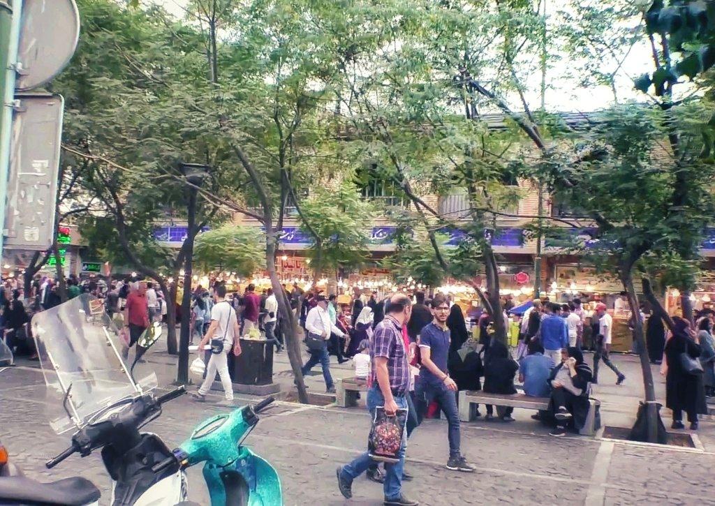 テヘラン:賑やかな街並み