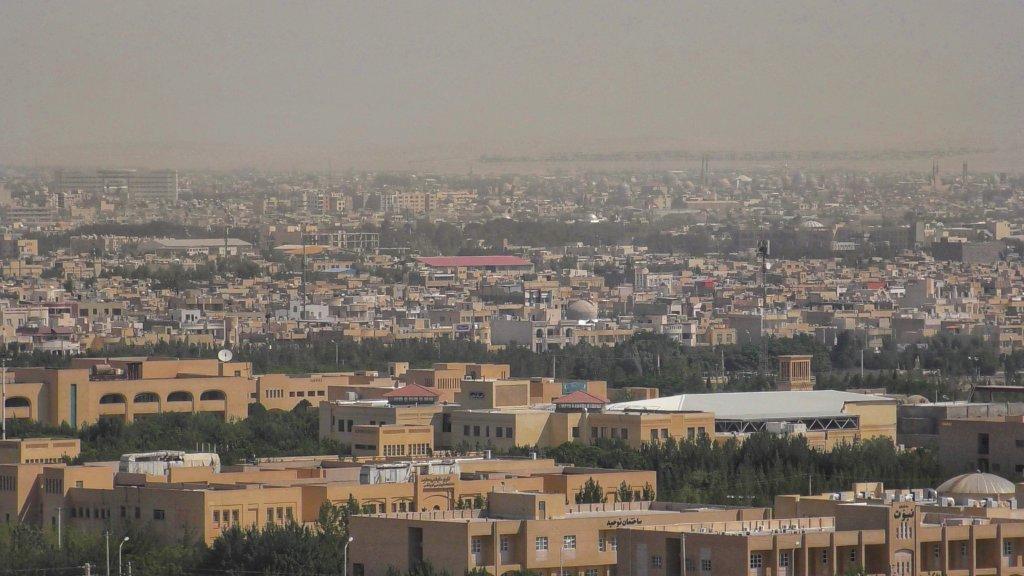 ヤズド:砂の中の町並み