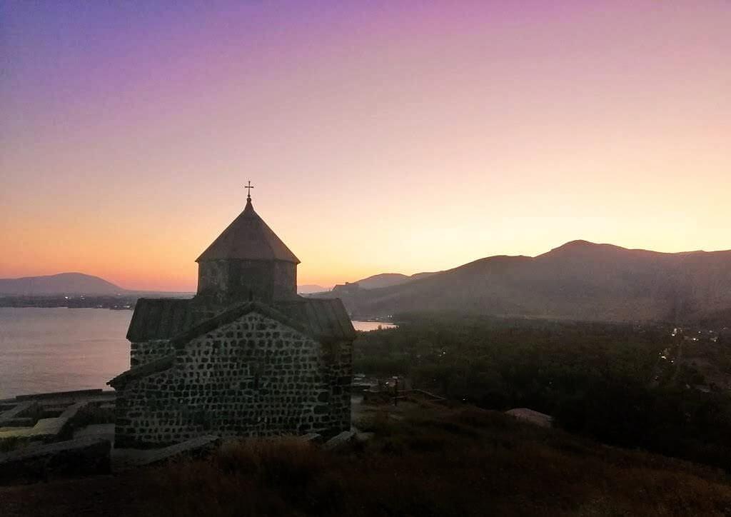 セヴァン湖:ピンク色の夕焼け