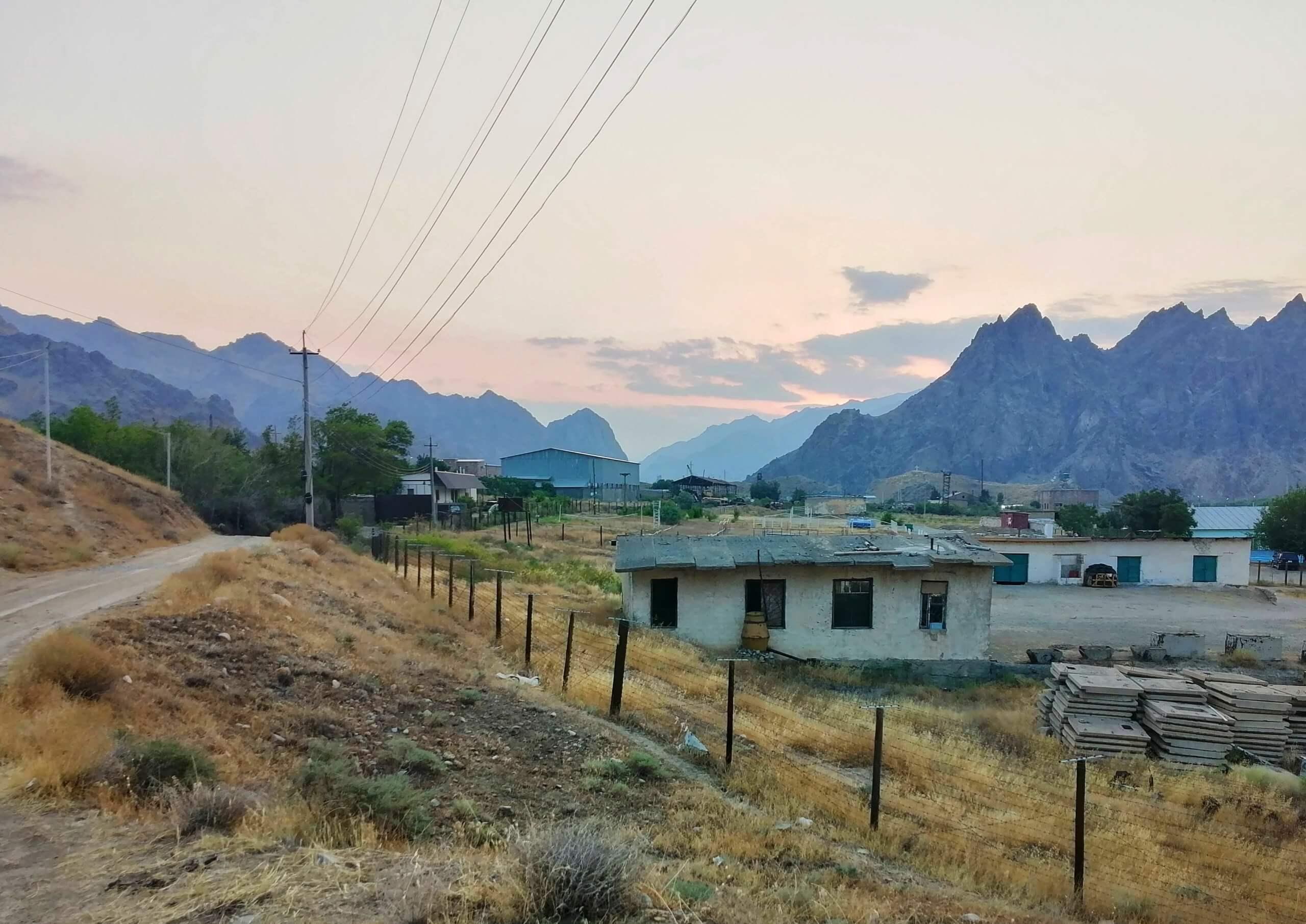 アルメニア:イランとの国境の景色