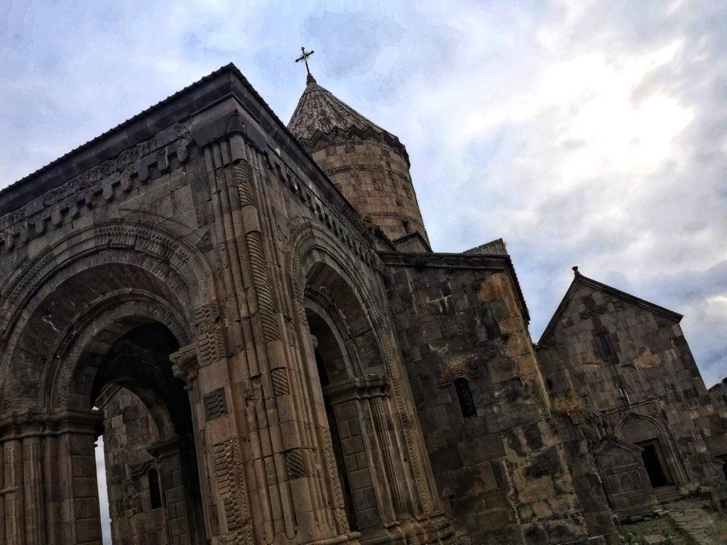 タテヴ:石造りの教会