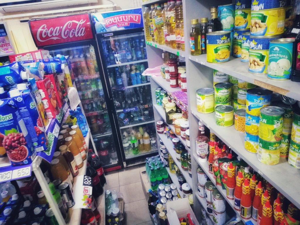 エレバン:雑貨屋の風景