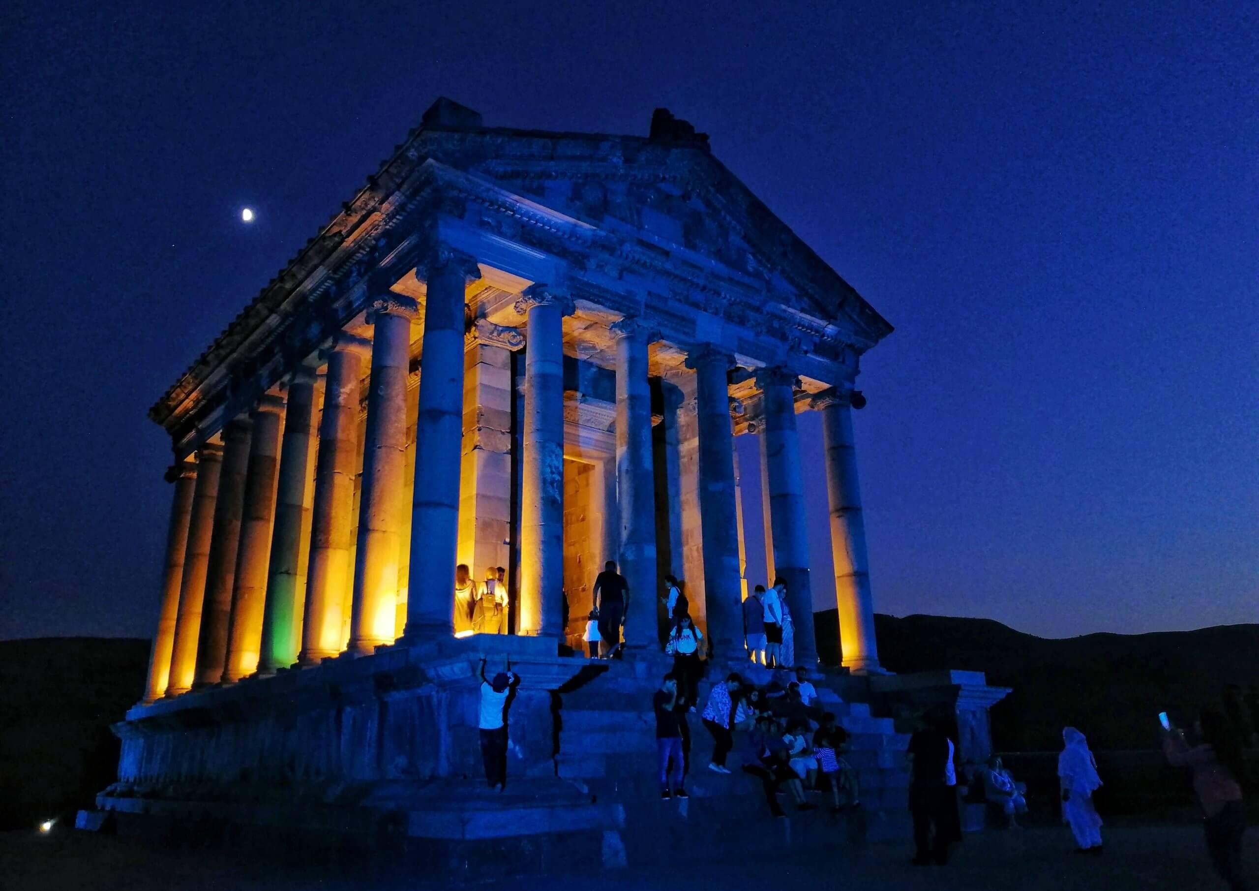 エレバン:夜のガルニ神殿