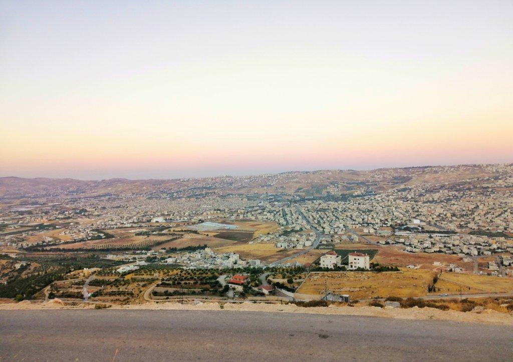ヨルダン:クリーム色の夕焼け