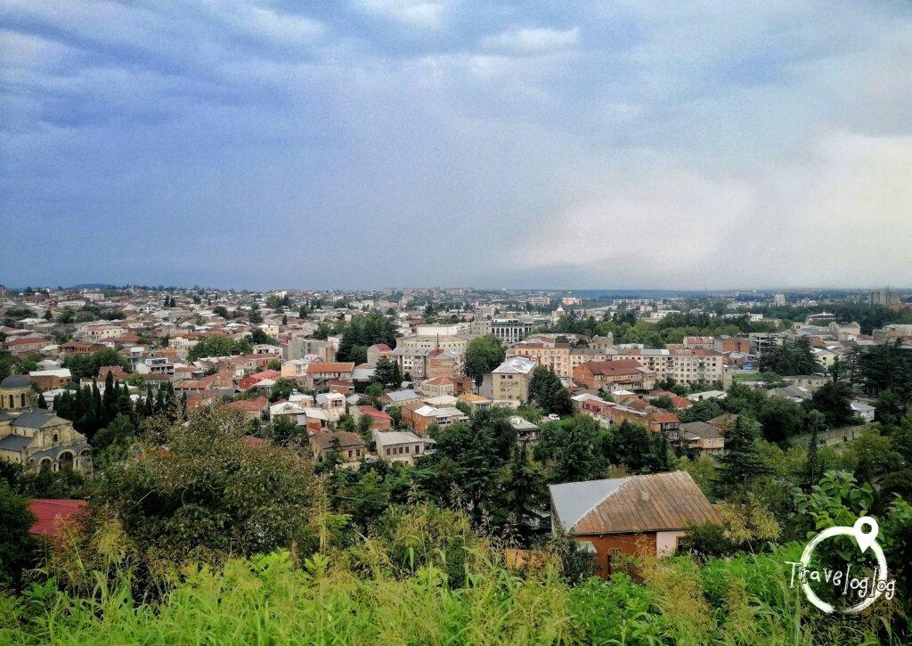 クタイシ:街を見下ろす