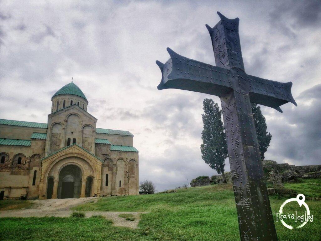 クタイシ:教会と十字架