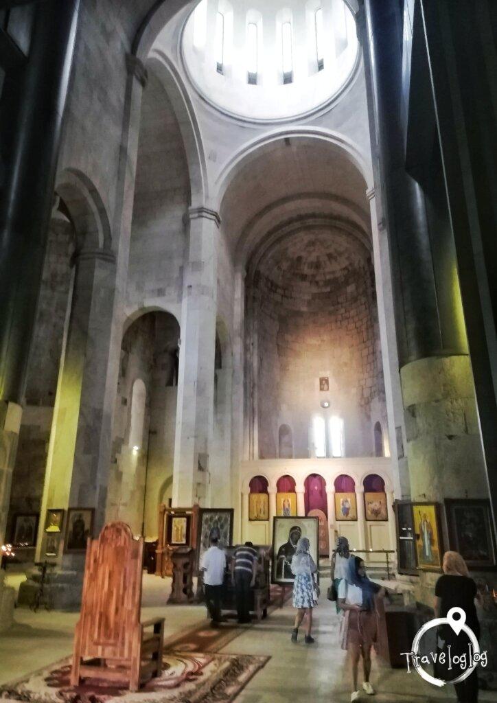 クタイシ:教会の内装