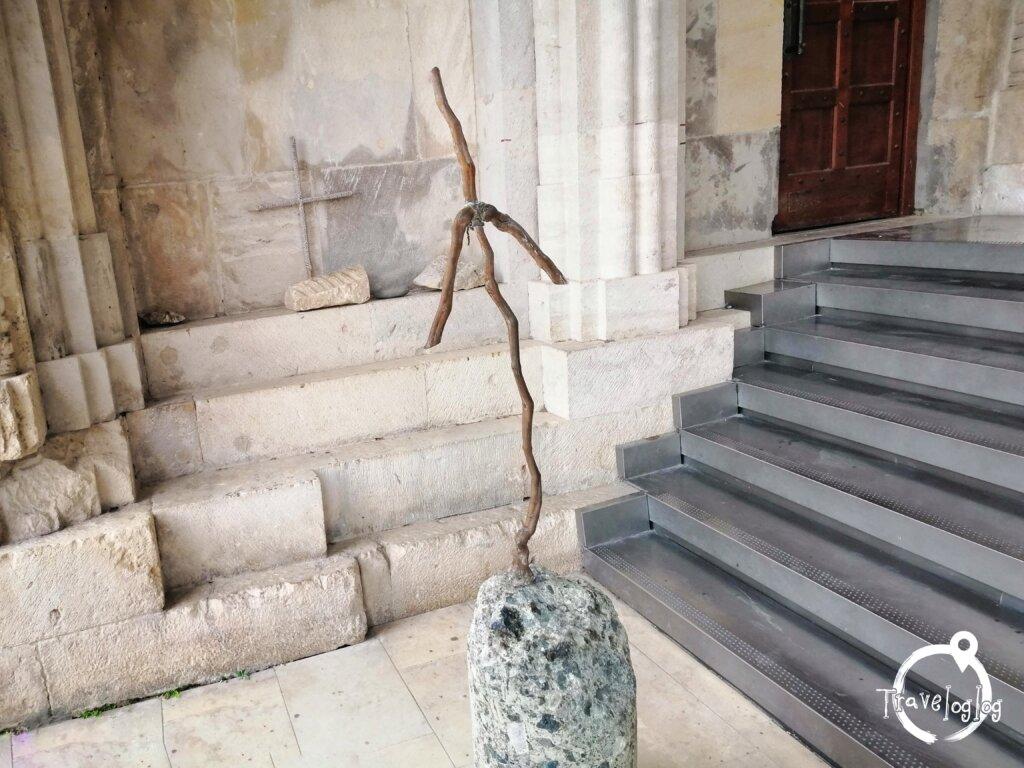 クタイシ:教会のジョージア風十字架